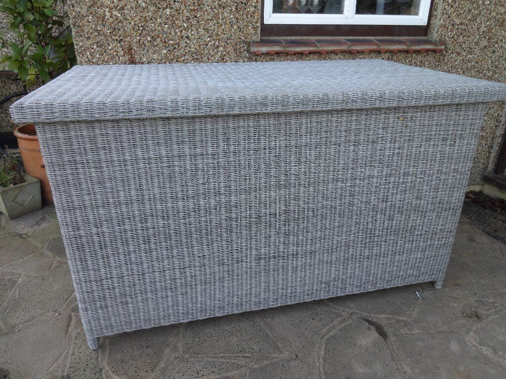 Kettler rattan garden storage cushion box in for Outdoor furniture gumtree