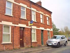 LARGE ROOMS TO LET! SHARED HOUSE, QUEENS QUARTER BELFAST! ~ FREE WIFI ~ VIEW TODAY