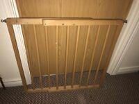 Adjustable child safety gate