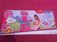 My little pony kitchen new with box