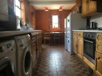 A huge Victorian House situated over 3 floors! The property consists of 5 double bedrooms in Archway