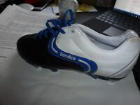 Sondico white/black & blue spiked football boots