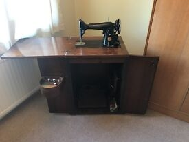 201k Singer Sewing Machine in Cabinet