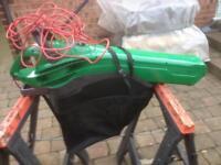 Electrict garden leaf blower/leaf vac,