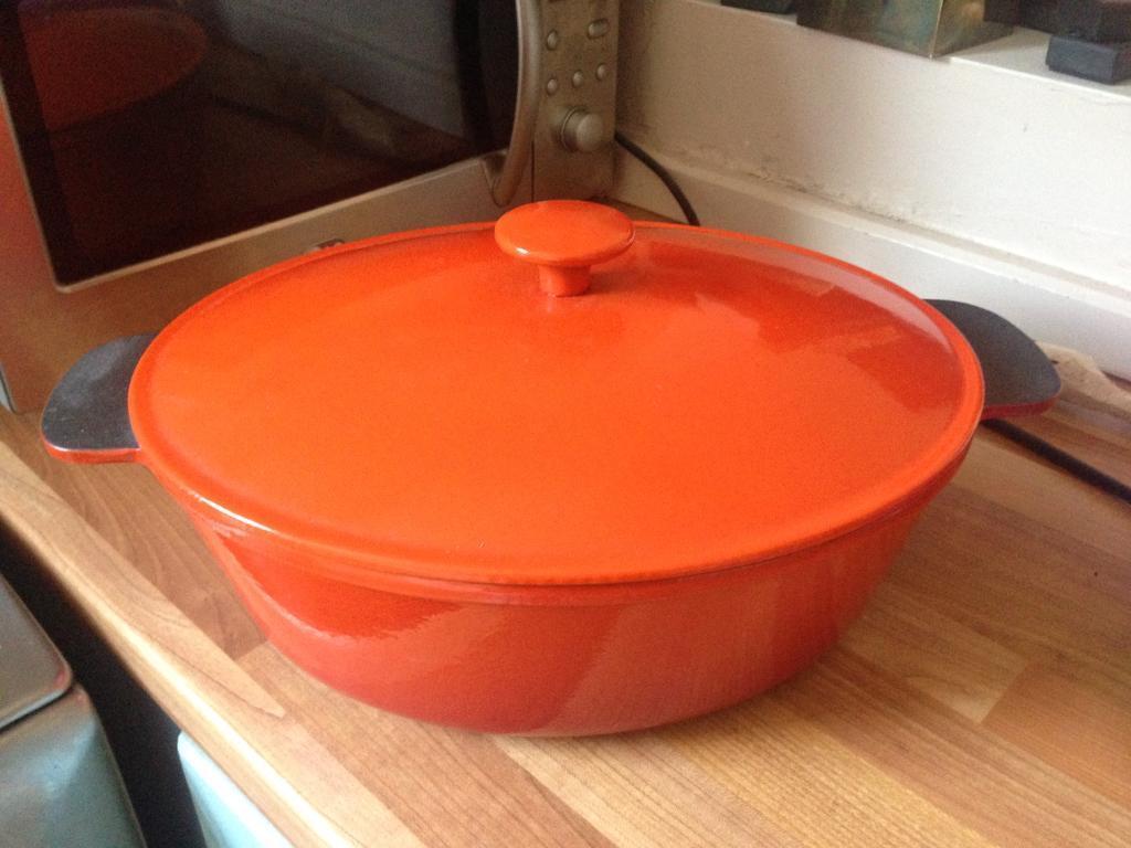Ikea 5l cast iron casserole dish in southsea hampshire for Ikea casseroles et casseroles