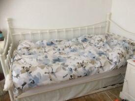 Single Day Bed/Twin/Kingsize