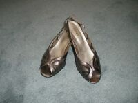 Lotus size 5 and a half open toed pewter grey sandal with matching bag