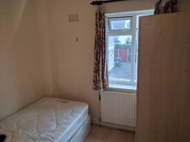 SINGLE ROOM TO LET IN HENDON - Daniel Place - 5 MINUTES WALK TO BRENT CROSS SHOPPING CENTER