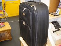 MEDIUM SIZE WHEELED SUITCASE