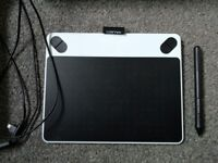 Wacom Intuos Small Graphics Tablet