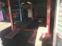 Car workshop garage for rent in Luton