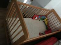 Baby bed with mattress in great condition ONO