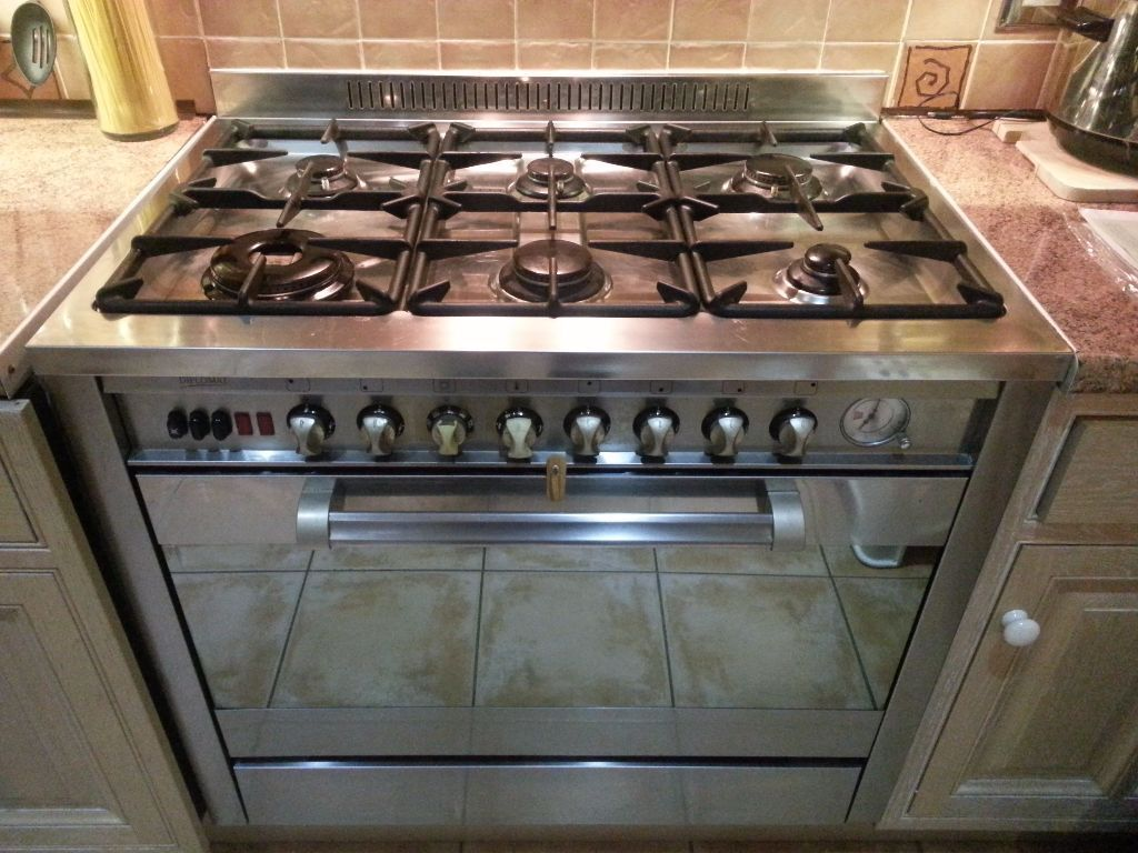 Diplomat 6 Plate Gas Cooker & Electric Oven | in Morden, London ...