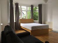 Double room with en suite in Wembley Park