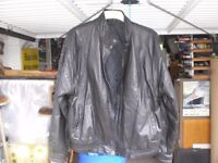 MANS BLACK LEATHER JACKET X-LARGE - TWO SIDE POCKETS ZIP/STUD FRONT EXT CONDITION