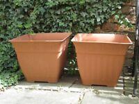 2 Plastic planters