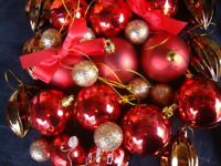 31 RED & GOLD CHRISTMAS DECORATIONS