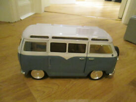 BRATZ VOLKSWAGEN CAMPERVAN WITH HOT TUB - GC