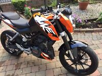 2015 KTM DUKE MINT BIKE ONLY 1046 MILES MUST BE SEEN FINANCE IS AVAILABLE