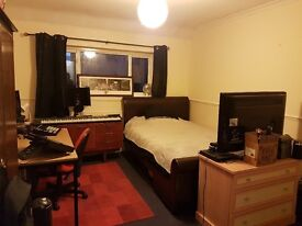 Double room with ensuite in north guildford - £550 pcm ( inc most bills)