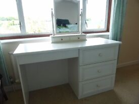 White dressing table with mirror and drawers