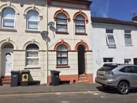 ** 6 BEDROOM HOUSE, IN THE HEART OF LUTON, AVAIABLE IMMEDIATELY**