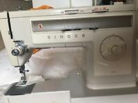 Singer sewing machine in excellent condition metal