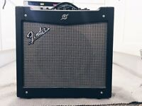 FENDER MUSTANG II AMPLIFIER // FOR ELECTRIC GUITAR & BASS // USED - EXCELLENT CONDITION