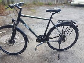 Large frame mens touring hybridd bike very good condition build in lights Bargain