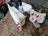 White bathroom suite, free to collect, bathtub, pedestal,sink and toilet all functioning.