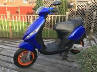 Piaggio zip 2t scooter.