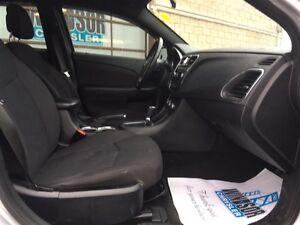 2012 Chrysler 200 Touring Windsor Region Ontario image 17