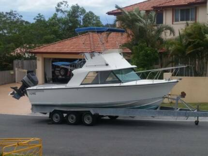 Huntsman 2400 Flybridge (Boat only NO trailer)
