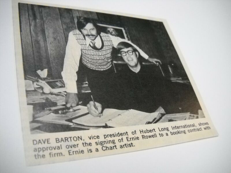 ERNIE ROWELL signs contract DAVE BARTON looks on 1972 music biz promo pic/text