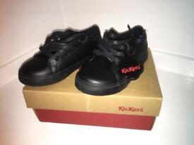Children's Kickers school shoes size 9 (euro27)