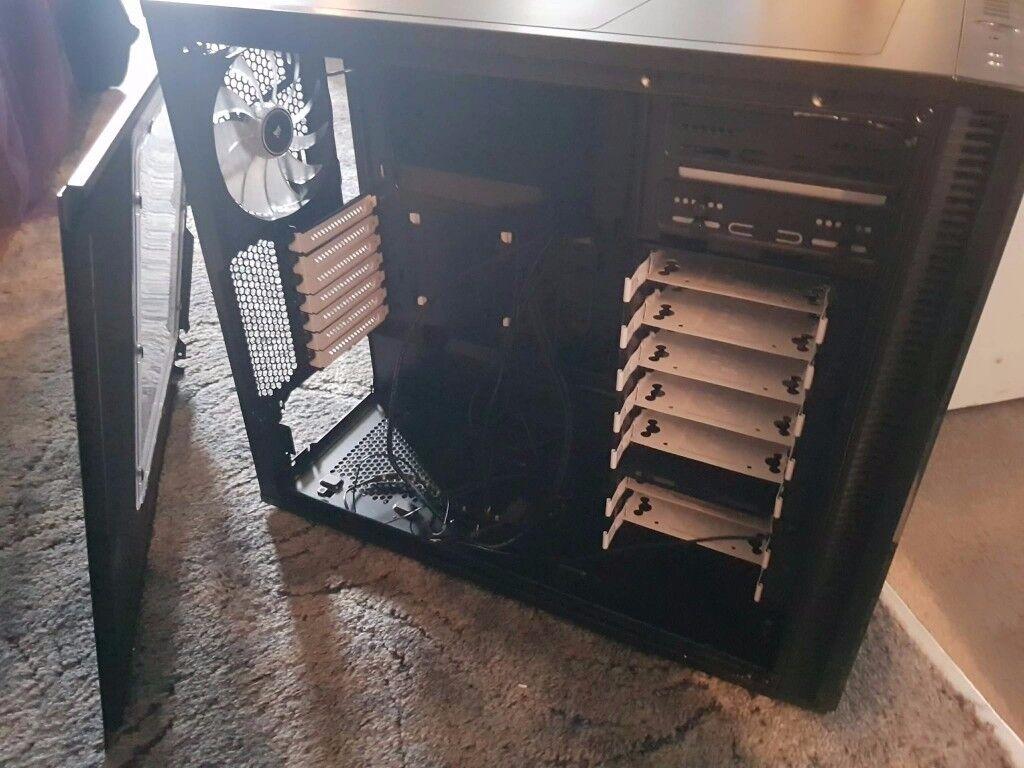 Fractal r5 Titanium Windowed pc/computer case
