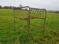 Round bale feeder for sheep horse cattle etc