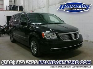 2016 Chrysler Town  Country  Touring w/ Leather, Remote start