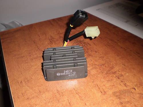 Spannungsregler Lichtmaschinenregler Regler Gleichrichter für Suzuki SV 650 n+s