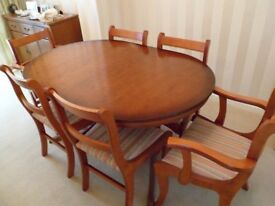 Gorgeous Mahogany Extending Dining Table and 6 Chairs