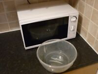 Microwave Oven / White / 700W / 17l