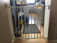 Lindam extending baby gate