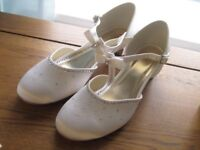 else by rainbow white & silver wedding shoes size 5