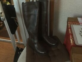 Nine West boots. Brown leather size 4
