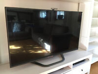 "LG 60"" SMART 3D TV - 4 PAIRS OF 3D GLASSES, FREEVIEW HD AND BUILT-IN WI-FI - EXCELLENT CONDITION"