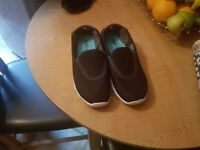 Ladies size 7 black sketchers