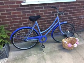 Ladies vintage bike. Retro in lovely condition with basket, 3 gear speed