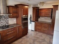 B&Q Shaker-style cherry wood-effect Kitchen with laminate worktop, Hotpoint oven and hob extractor