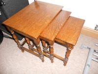 Med Oak finish nest of tables