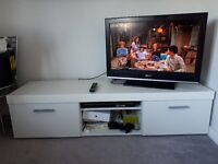 """32"""" Sony Bravia TV with built-in Freeview and Mambo White TV Cabinet (160cm) ***£100"""